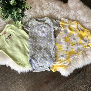 4/$20 Carter's spring colours bodysuits/ onesies